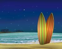 Пляж с досками прибоя на ноче вектор Стоковые Фотографии RF