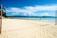 Пляж с сетью волейбола в Boracay Стоковые Фото