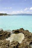 Пляж с утесами в воде Стоковое Изображение