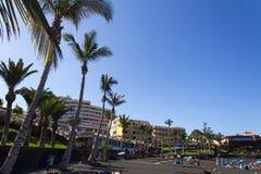 Пляж с черным вулканическим песком Стоковые Изображения RF