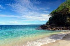 пляж тропический человека kuta острова bali городок захода солнца формы красивейшего Индонесии идущий видимый Стоковые Фотографии RF