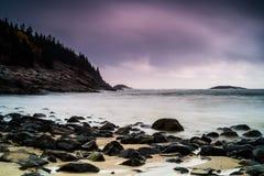 пляж утесистый стоковое фото rf