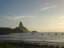 Пляж Фернандо de Noronha Бразильск во время захода солнца стоковое изображение rf