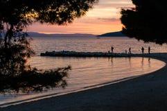 Пляж Хорватии на заходе солнца Стоковое Фото
