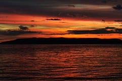 Пляж Хорватии на заходе солнца Стоковая Фотография RF