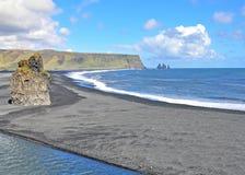 Пляж черноты Dyrholaey, Исландия Стоковая Фотография RF