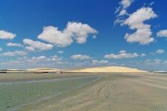 Пляж, дюны и облака Стоковое Изображение RF