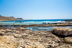Пляж Balos Взгляд от острова Gramvousa, Крита в водах бирюзы Greece Волшебная бирюза мочит, лагуны, пляжи чисто белого песка стоковые фотографии rf