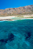 Пляж Balos Взгляд от острова Gramvousa, Крита в водах бирюзы Greece Волшебная бирюза мочит, лагуны, пляжи чисто белого песка стоковое изображение rf