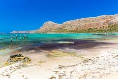 Пляж Balos. Взгляд от острова Gramvousa, Крита в водах бирюзы Greece.Magical, лагунах, пляжах стоковые фотографии rf