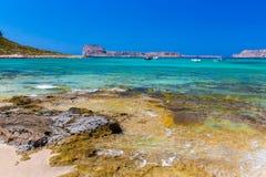 Пляж Balos. Взгляд от острова Gramvousa, Крита в водах бирюзы Greece.Magical, лагунах, пляжах стоковое фото