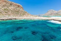 Пляж Balos. Взгляд от острова Gramvousa, Крита в водах бирюзы Greece.Magical, лагунах, пляжах стоковые фото