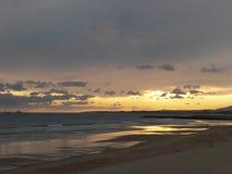 Пляж Caparica на заходе солнца Стоковое фото RF