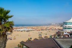 Пляж Carcavelos в Carcavelos, Португалии Стоковое Изображение