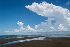 Пляж Cloudscape стоковые фото