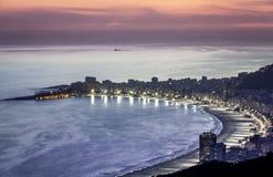 Пляж Copacabana на ноче в Рио-де-Жанейро Стоковое Фото