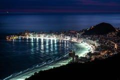 Пляж Copacabana на ноче Стоковые Изображения RF