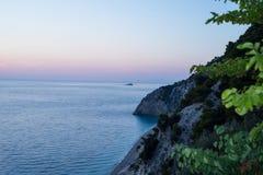 Пляж Egremni на заходе солнца Стоковое Фото