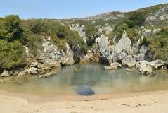 Пляж Gulpiyuri Стоковые Изображения
