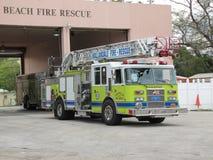 Пляж Hallandale - пожарная машина и станция Стоковое Фото