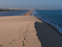 Пляж Jericoacoara увиденный от верхней части дюны Стоковая Фотография
