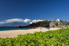 Пляж Kaanapali, черный утес в расстоянии, Мауи, Гаваи Стоковое Изображение