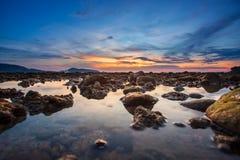 Пляж Kalim в сумерк на Пхукете, Стоковые Изображения RF