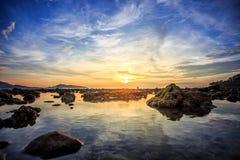 Пляж Kalim в сумерк на Пхукете Стоковые Фотографии RF