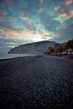 Пляж Kamari в Santorini Греции Стоковое фото RF