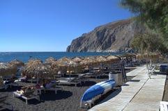 Пляж Kamari, Santorini Стоковая Фотография