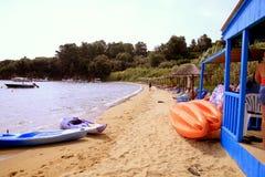 Пляж Kanapista, Skiathos, Греция Стоковая Фотография RF