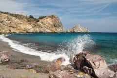 Пляж Kastro на Skiathos стоковое изображение