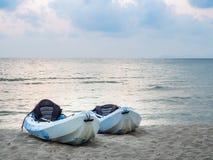 пляж kayaks тропическо Стоковые Изображения RF