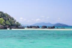 Пляж Kham Koh стоковые фотографии rf