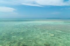 Пляж Kondoi в острове Taketomi, Окинаве Японии Стоковые Изображения