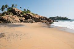 Пляж Kovalam на солнечный день стоковые изображения rf