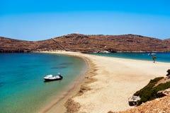 Пляж Kythnos Kolona, Греция Стоковые Фото