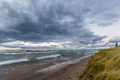 Пляж Lake Huron на заходе солнца Стоковые Фото
