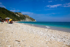 Пляж Mezzavalle около Анконы в области Марша Природный парк Conero Стоковые Фотографии RF