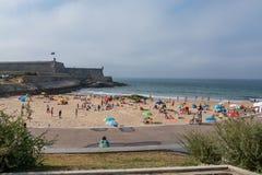 Пляж Moinho в Carcavelos, Португалии Стоковая Фотография RF