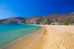 Пляж Mylopotas, остров Ios, Киклады, эгейские, Греция Стоковое Фото