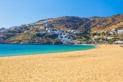 Пляж Mylopotas, остров Ios, Киклады, эгейские, Греция Стоковое Изображение RF