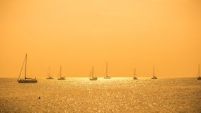 Пляж Naiharn захода солнца точки зрения - Пхукет Стоковое фото RF