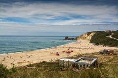 Пляж Paredes Vitoria в Alcobaca, Португалии стоковое фото