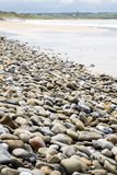 Пляж Pebbled около поля для гольфа связей Стоковое Фото