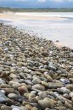 Пляж Pebbled около связей Стоковое фото RF