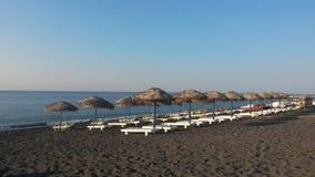 Пляж Perissa в Santorini Стоковая Фотография