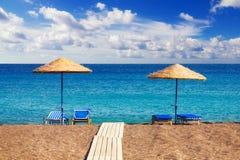 Пляж Perissa (черный пляж), Santorini Стоковая Фотография