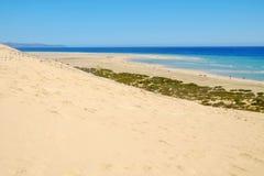 Пляж Playa de Sotavento на Фуэртевентуре, Испании - 16 02 2017 Стоковые Изображения