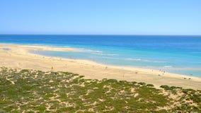 Пляж Playa de Sotavento Фуэртевентура, Испания - 16 02 2017 Стоковое фото RF